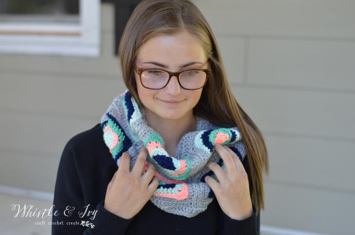 crochetgrannysquarecowl5WM