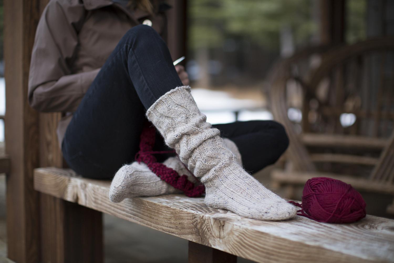 девушка связана в носках зачем