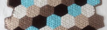 Free crochet pattern: Hexagon Honeycomb Stroller Blanket by Underground Crafter for Stitch and Unwind